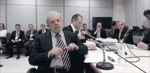 13.set.2017 - Ao lado do advogado Cristiano Martins, Lula depõe ao juiz Sergio Moro em Curitiba - Reprodução