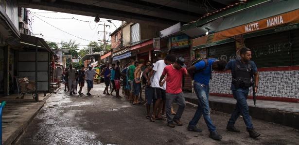 Após a morte, a polícia chegou a levar mais de 40 moradores do Jacarezinho para prestar esclarescimentos