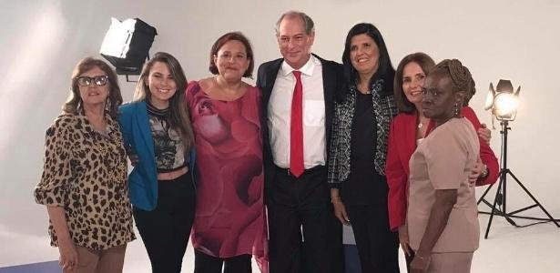 No Dia da Mulher, o pré-candidato Ciro Gomes (PDT) postou em seu Twitter foto acompanhado de várias mulheres