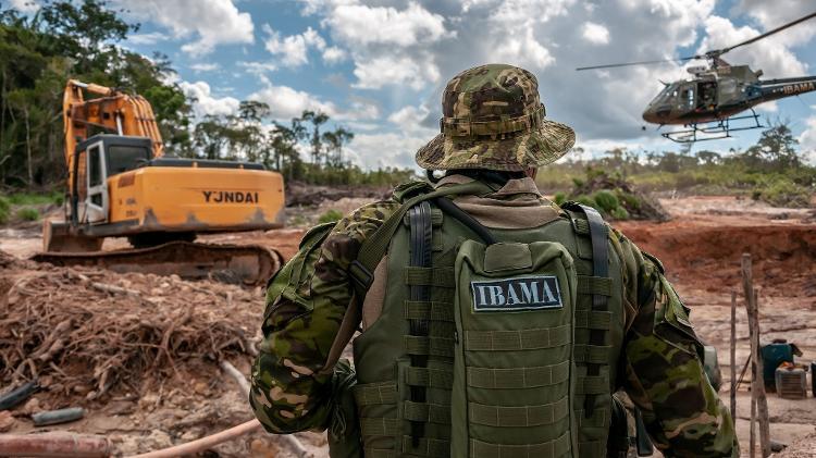 Grupo de Fiscalização do Ibama combate desmatamento e garimpoem terra indígena - Ibama