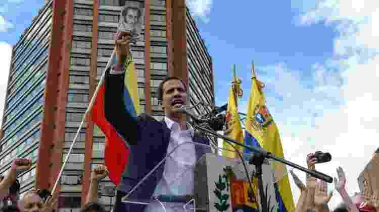 Juan Guaidó, presidente da Assembleia Nacional da Venezuela, faz juramento ao se autoproclamar presidente interino do país - Federico Parra/AFP - Federico Parra/AFP