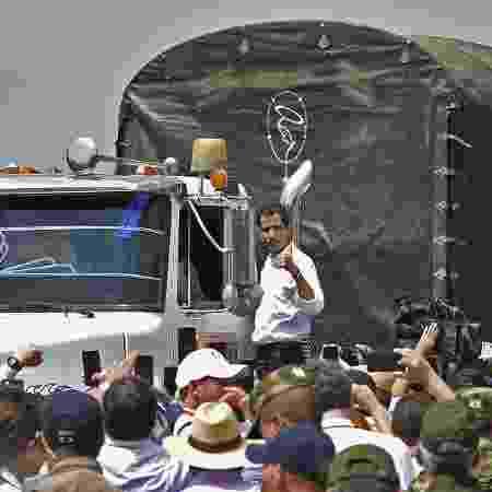 23.fev.2018 - Juan Guaidó lidera comboio com ajuda humanitária para a Venezuela - Guilhermo Munoz/AFP