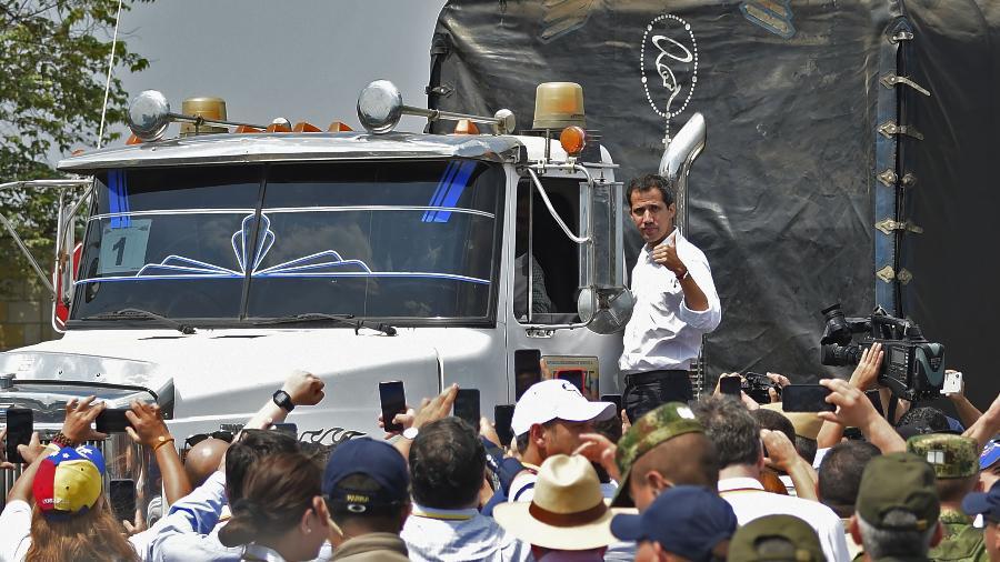 23.fev.2018 - Juan Guaidó em tentativa frustrada de entrar com ajuda humanitária na Venezuela - Guilhermo Munoz/AFP