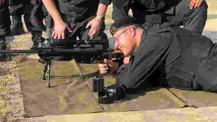Wilson Witzel (PSC), governador do Rio, usa farda do Bope e simula ação de sniper - Reprodução - Reprodução