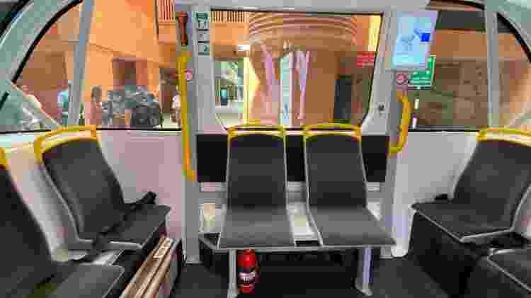 Ônibus autônomo sequer tem área para motorista sentar - há espaço apenas para bancos de passageiros - Gabriel Francisco Ribeiro/UOL - Gabriel Francisco Ribeiro/UOL