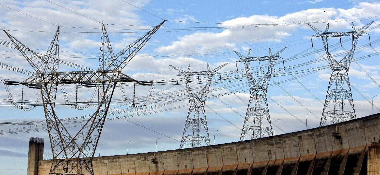 Torre de energia; linha de transmissão; hidrelétrica; Itaipu - Adriano Machado//Bloomberg