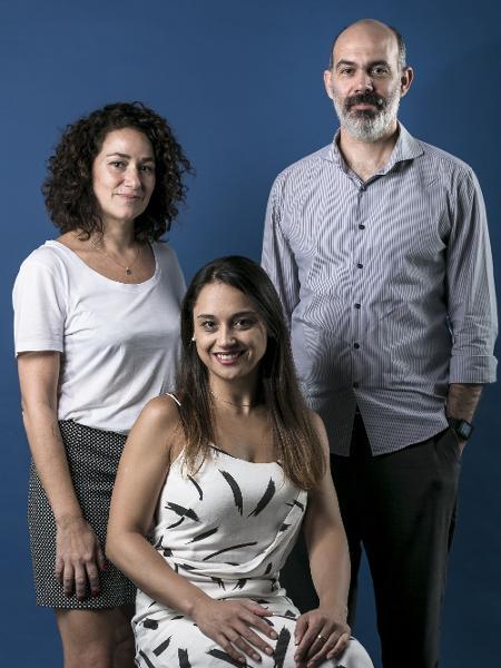 Carla Bigatto (centro) apresenta o programa de estreia, com análises de Maria Carolina Trevisan e Diogo Schelp     - Keiny Andrade/UOL