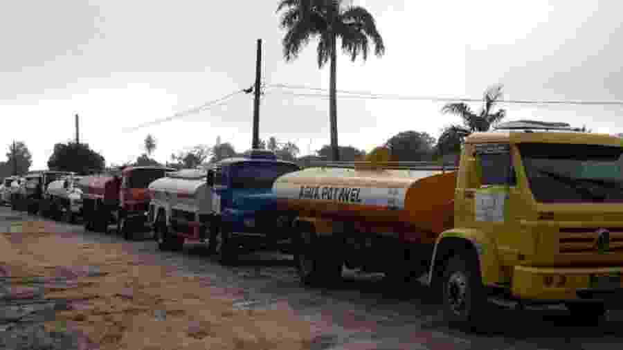 """Caminhões da """"Operação Pipa"""", comandada pelo Exército, levam água ao semiárido desde 1998 - Reprodução/Exército"""