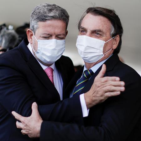 Os presidente da República, Jair Bolsonaro, e da Câmara, Arthur Lira, na saída do Palácio do Planalto - Ueslei Marcelino/Reuters