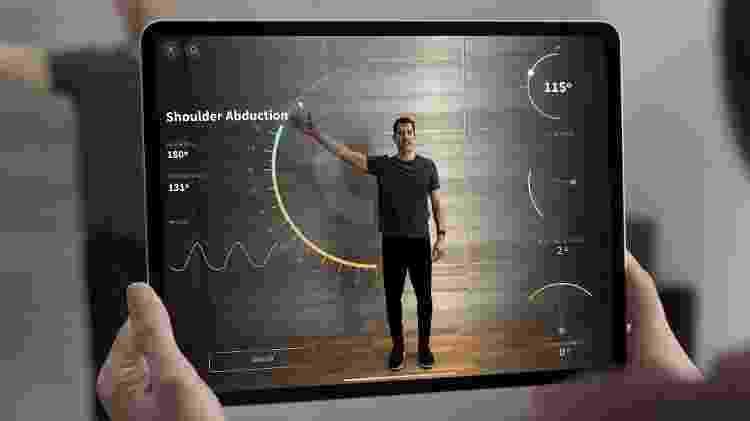 Exemplo de uso de realidade aumentada usando o tablet da Apple - Reprodução/ Apple - Reprodução/ Apple