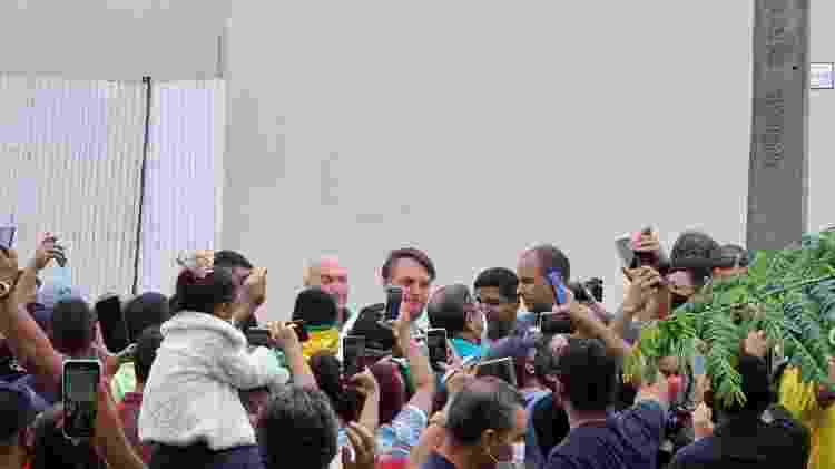 Bolsonaro interage com apoiadores antes de evento em Maceió-AL - Carlos Madeiro/Colaboração para o UOL - Carlos Madeiro/Colaboração para o UOL