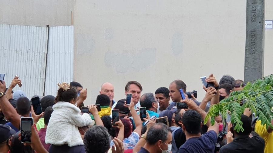 Bolsonaro interage com apoiadores antes de evento em Maceió - Carlos Madeiro/UOL