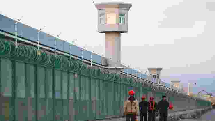 """A rede chinesa de campos de """"reeducação"""" atraiu intenso escrutínio internacional - BBC - BBC"""