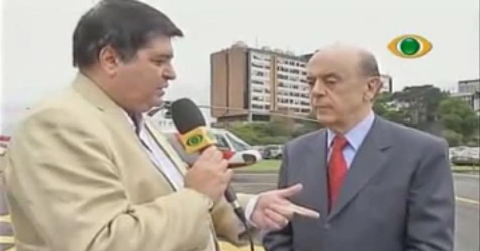 José Luiz Datena entrevista o então governador de São Paulo, José Serra, em 2009