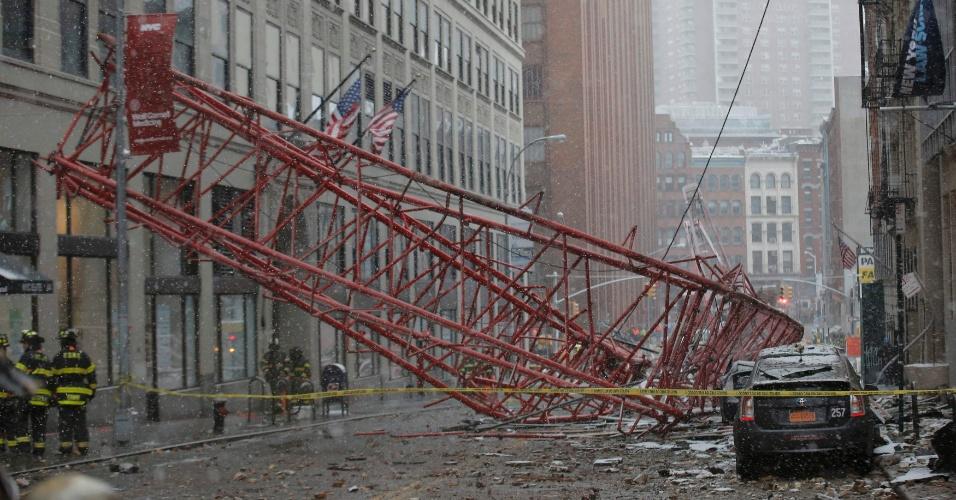 5.fev.2016 - Uma grua desabou nesta sexta-feira (5) no bairro de Tribeca, em Nova York, provocando a morte de ao menos uma pessoa e deixando outras feridas, sendo duas em estado grave.