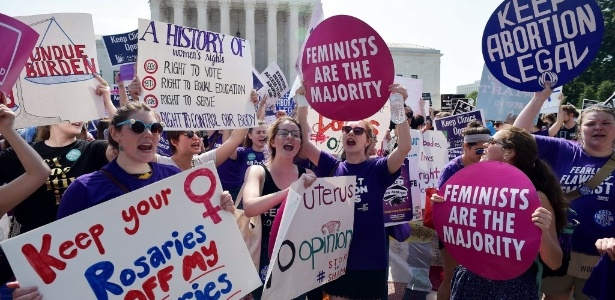 Ativistas pelo direito ao aborto comemoram após a decisão da Suprema Corte - Mandel Ngan/AFP