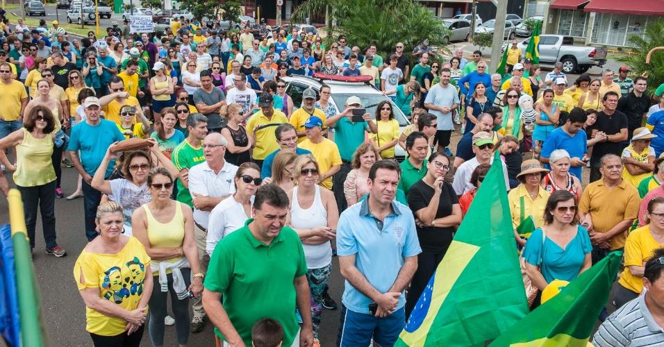 4.dez.2016 -Protesto contra a corrupção e em apoio ao Juiz Sergio Moro pelas ruas do centro de Bauru (SP), na tarde deste domingo