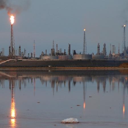 Refinaria de petróleo na Venezuela - Carlos Garcia Rawlins/Reuters