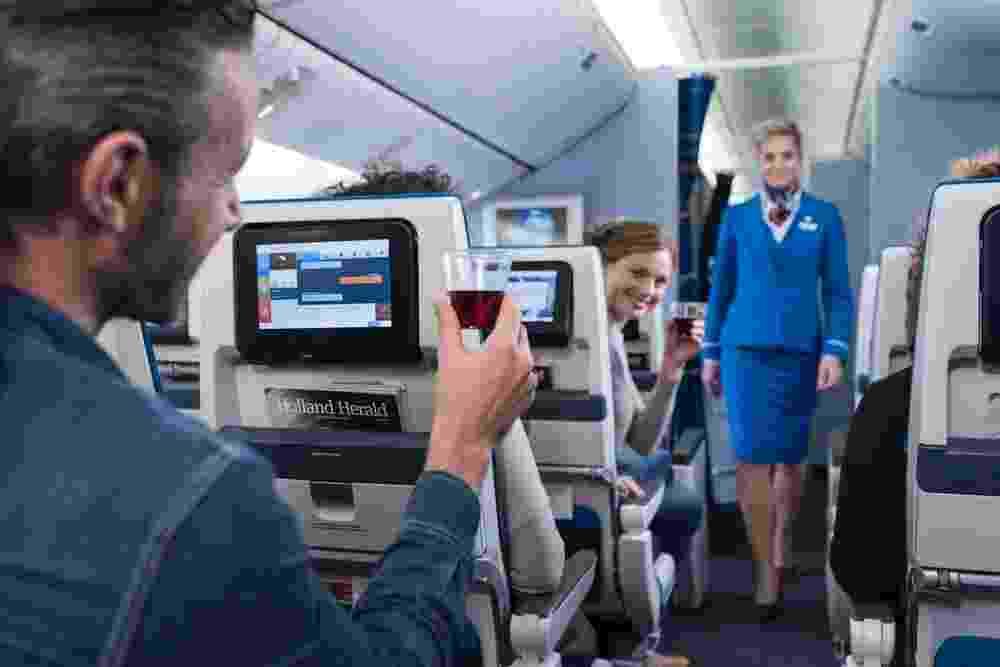 Bebida alcoólica no avião; bebida a bordo em voo - Divulgação