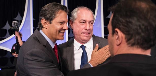 Haddad (PT) cumprimenta Ciro (PDT) durante debate presidencial no 1º turno