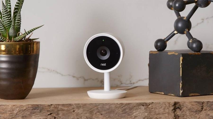 Câmera conectada da Nest, marca do Google; com aplicativo, é possível rever cenas filmadas por ela e até ouvir o que está sendo falado - Divulgação/Nest