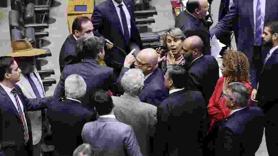 24.abr.2019 - Deputados discutem no plenário da Câmara sobre suposta oferta do governo Bolsonaro de R$ 40 milhões em troca de votos favoráveis à reforma da Previdência - Luis Macedo/Câmara dos Deputados
