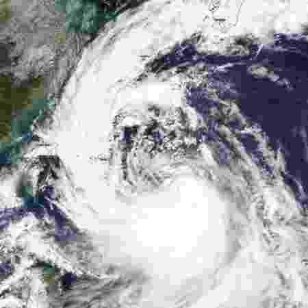 Imagem da formação do tufão Tapah na Ásia - Nasa