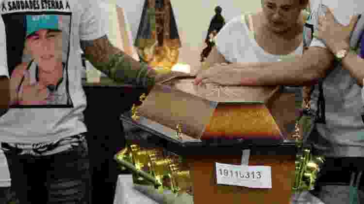 11.nov.2019 - Velório do garçom Francisco Laércio, 26, morto por bala perdida em ação policial em favela do Rio - José Lucena/Estadão Conteúdo