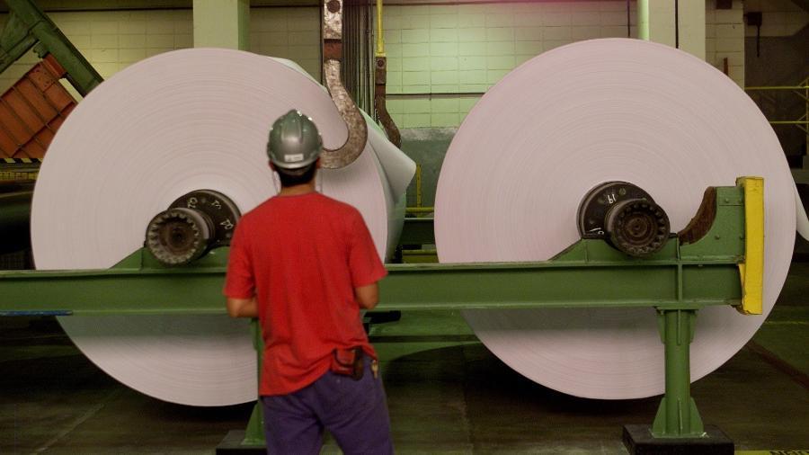 Linha de produção de unidade industrial da Suzano - Lalo de Almeida/Folhapress