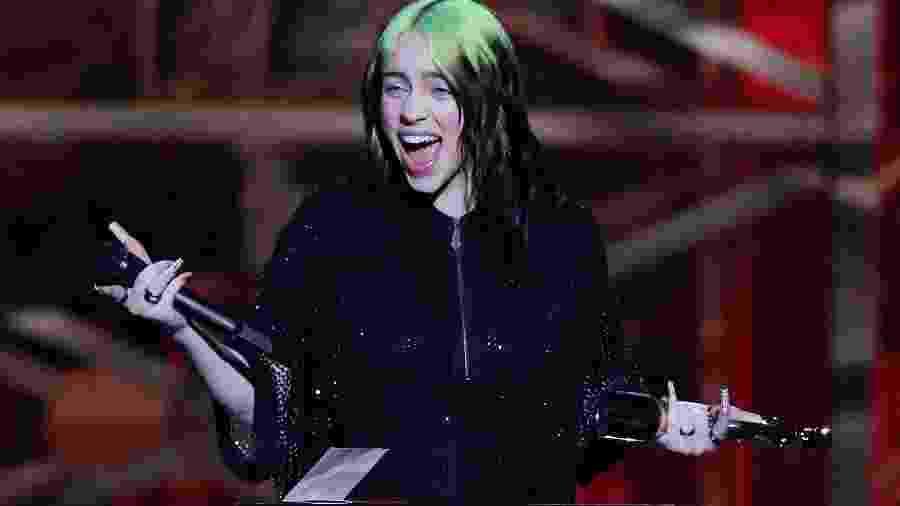 10.mar.2020 - Cantora Billie Eilish recebe prêmio no Brit Awards, em Londres - HANNAH MCKAY