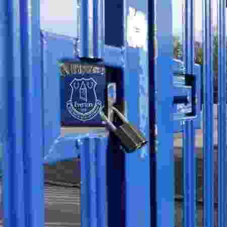 Temporada de futebol está suspensa desde março na Inglaterra - CRAIG BROUGH