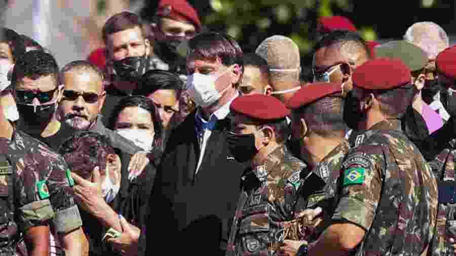 21.jun.2020 - O presidente da República, Jair Bolsonaro, acompanha o velório do soldado Pedro Lucas Ferreira Chaves, de 19 anos, que faleceu ontem - Wilton Junior/Estadão Conteúdo