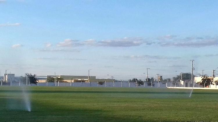 Gramado do estádio de Afogados da Ingazeira (PE) é irrigado com água de reúso: custo caiu de R$ 15 mil para R$ 200 - Imagem cedida ao UOL - Imagem cedida ao UOL