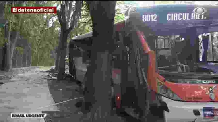 Acidente com ônibus na Cidade Universitária, em São Paulo, mata uma pessoa - Reprodução/TV Bandeirantes