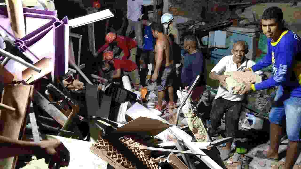 7.fev.2021 - Uma explosão causou o desabamento de sete casas, no bairro de Mãe Luíza, zona leste de Natal. A suspeita é de que o acidente tenha sido causado pela explosão de um botijão de gás - Divulgação/Corpo de Bombeiros