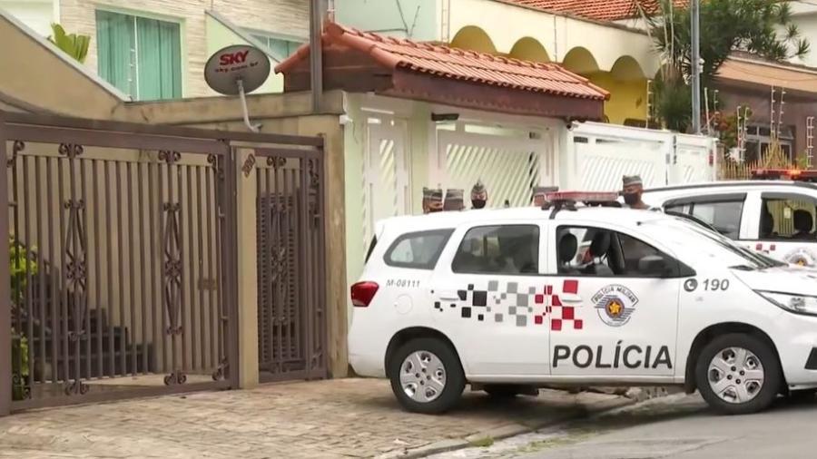 Mãe e filho foram mortos durante a madrugada de hoje no bairro Água Rasa, na Zona Leste de São Paulo - Reprodução/TV Globo