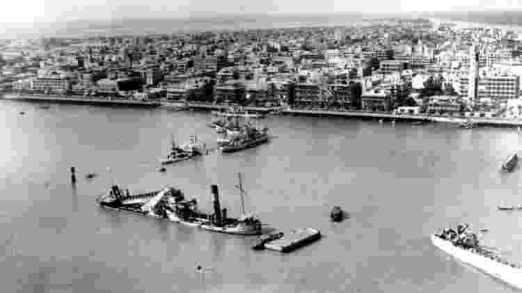Egito afundou dois navios em ambos os lados do canal durante a guerra - Getty Images - Getty Images
