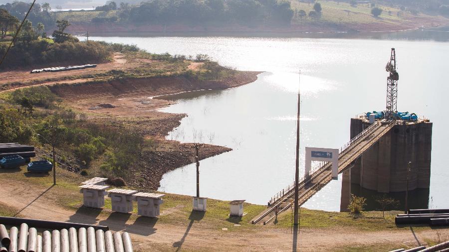 Sem chuvas, as represas operam abaixo do necessário e aumenta riscos de apagão - TIAGO QUEIROZ/ESTADÃO CONTEÚDO