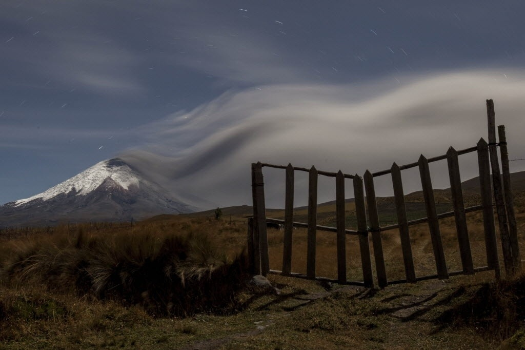 27.ago.2015 - Vulcão Cotopaxi expele cinzas em El Pedregal, no Equador. As cinzas afetaram algumas aldeias nas proximidades