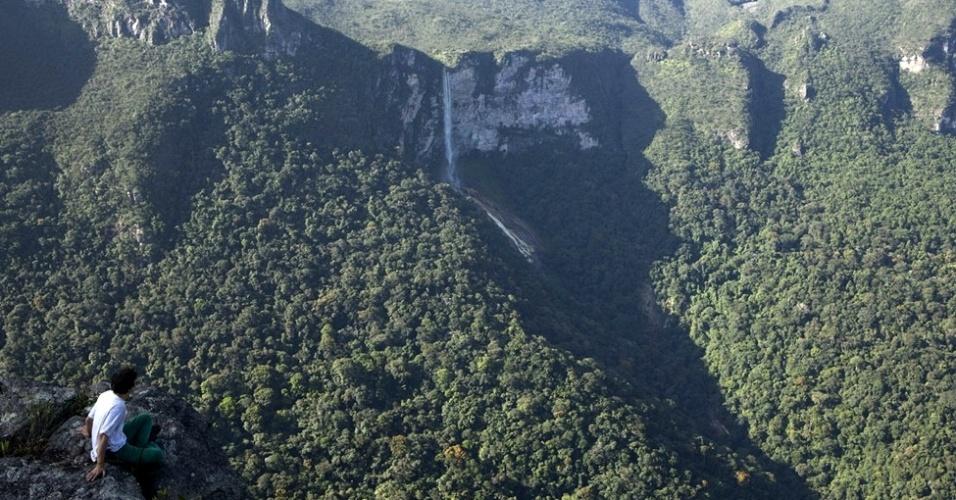 A espetacular vista a partir do mirante na borda do paredão rochoso da montanha-mesa, que faz parte do conjunto de elevações do extremo Sul do Planalto das Guianas