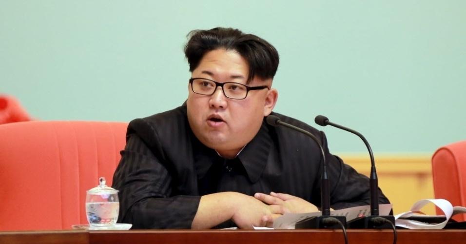 4.fev.2016 - O líder norte-coreano, Kim Jong-un, participa de uma reunião com representantes do comitê central do Partido dos Trabalhadores da Coreia e do Exército do Povo, em Pyongyang (Coreia do Norte)