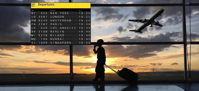 Criança sozinha em aeroporto, criança embarcando, avião, aeroporto, menor desacompanhado - Getty Images