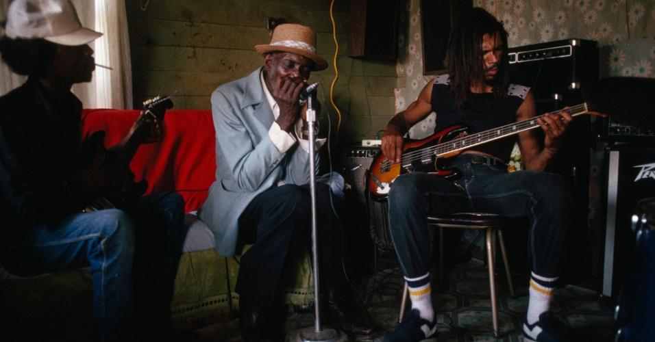 27.jul.2016 - Músicos tocam blues no Mississípi, nos EUA. Nascido no sul do país, o blues teve origem nas músicas dos escravos, e cantam a opressão sofrida pelos afro-americanos