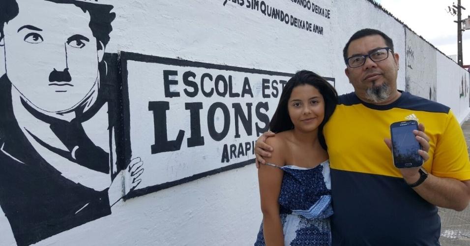 5.NOV.2016 - Fernanda Lessa, 16, recebeu um SMS do MEC na quarta-feira dizendo que a escola estadual Lions Club, em Arapiraca (AL), onde faria a prova do Enem, mas seu pai, o professor José Augusto, desconfiou