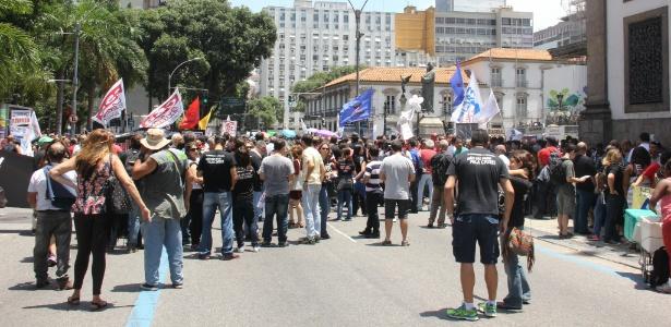 Servidores públicos estaduais realizam protesto em frente à Alerj contra o que chamam de pacote de maldades do governo do Estado