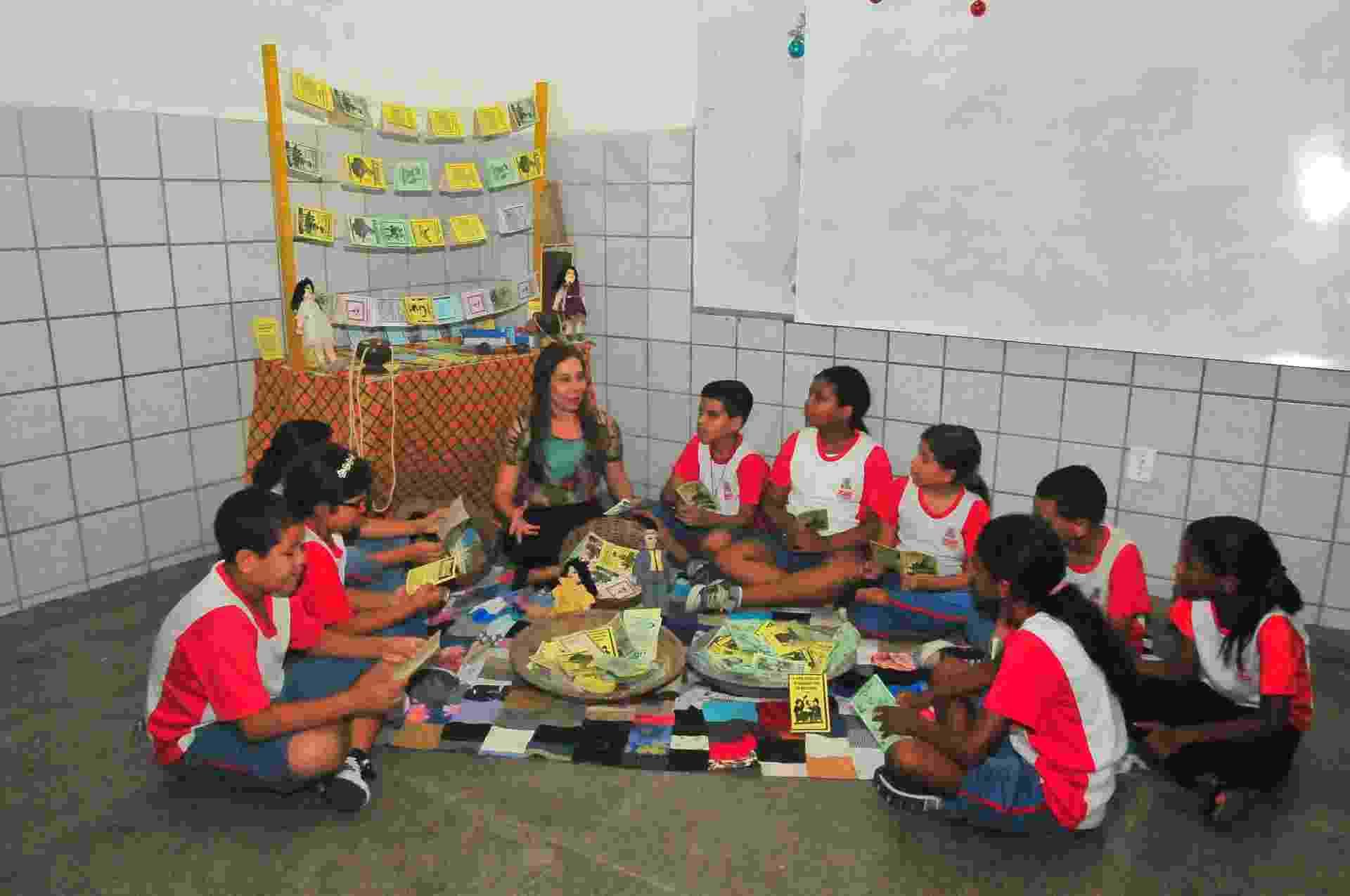 13.dez.2016 - A Escola Municipal Doutor José Novais, em João Pessoa (PB), usa o cordel para ajudar a superar a meta do Índice de Desenvolvimento da Educação Básica (Ideb) - Assuero Lima/UOL