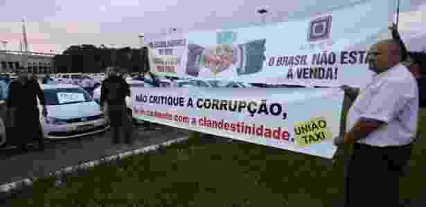 Taxistas protestam contra aplicativos de transporte como o Uber em SP - Newton Menezes/Futura Press/Estadão Conteúdo