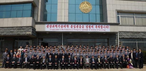 Formandos 2016 da Universidade de Ciência e Tecnologia de Pyongyang (PUST), a única faculdade da Coreia do Norte privada e ligada a setores internacionais