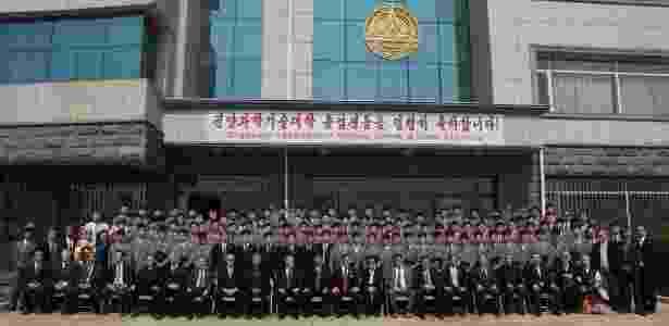 Formandos 2016 da Universidade de Ciência e Tecnologia de Pyongyang (PUST), a única faculdade da Coreia do Norte privada e ligada a setores internacionais - Reprodução/ Facebook Pyongyang University of Science & Technology