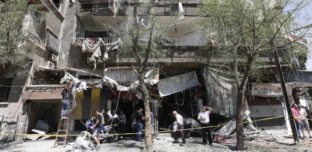 Edifício atingido pela explosão de um carro-bomba neste domingo (2) em Damasco